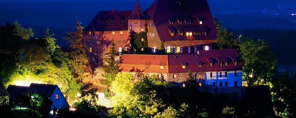 Burg Wernfels nachts